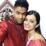 सूर्यकुमार यादव अपनी पत्नी के साथ