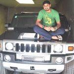 हरभजन सिंह अपनी हमर कार के साथ
