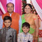 संजीव श्रीवास्तव अपने परिवार के साथ