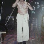 संजीव श्रीवास्तव मंच पर प्रदर्शन करते हुए