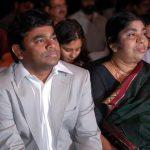 ए. आर. रहमान अपनी माँ के साथ