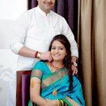 भैय्यूजी महाराज अपनी दूसरी पत्नी आयुषी शर्मा के साथ