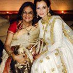 दीया मिर्ज़ा अपनी माँ के साथ