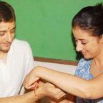 मनीषा कोइराला राखी के दौरान अपने भाई के साथ