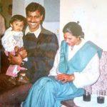 मीनाक्षी चौधरी अपने माता-पिता के साथ