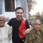 पंकज त्रिपाठी अपने माता पिता के साथ