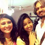 विजय राज़ अपनी पत्नी और बेटी के साथ