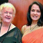 अमाला अक्किनेनी अपनी माता के साथ