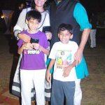आशुतोष राणा अपनी पत्नी और बच्चों के साथ