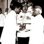 धनराज पिल्लै पद्मश्री पुरस्कार ग्रहण करते हुए