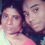 हिमा दास अपनी माँ के साथ