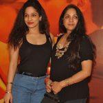 नीना गुप्ता अपनी बेटी के साथ
