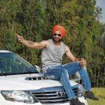 संदीप सिंह अपनी फॉर्च्यूनर कार के साथ