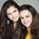 तारा अलीशा बेरी अपनी माता के साथ