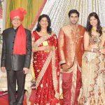 गोविंद नामदेव अपनी पत्नी और बेटी व दामाद के साथ