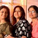 कनुप्रिया पंडित अपनी बहनों के साथ