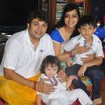 राजेश कुमार अपनी पत्नी और बच्चों के साथ