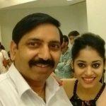 शिवानी सैनी अपने पिता के साथ