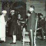 राधाकृष्णन भारत रत्न पुरस्कार ग्रहण करते हुए
