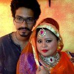 हर्ष अपनी पत्नी भारती सिंह के साथ