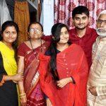 दीपक ठाकुर अपने परिवार के साथ
