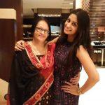 दीपिका अपनी माँ के साथ