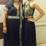 कृति वर्मा अपनी माँ के साथ