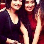 नेहा करगेती अपनी बहन के साथ