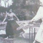 सर्वपल्ली राधाकृष्णन क्रिकेट खेलते हुए