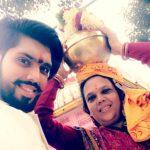 शिवाशिष मिश्रा अपनी माता के साथ