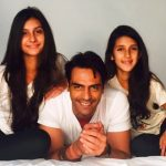 अर्जुन रामपाल अपनी बेटियों के साथ