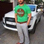 सोहेल खान अपनी ऑडी क्यू 7 के साथ