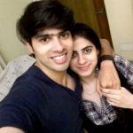 सुशांत अपनी बहन के साथ