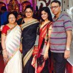 तनुश्री दत्ता अपनी बहन और माता पिता के साथ