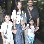 अरशद वारसी अपनी पत्नी और बच्चों के साथ