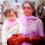 गिन्नी बचपन में अपनी माँ के साथ