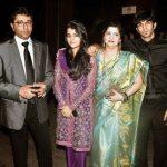 राज ठाकरे अपने परिवार के साथ