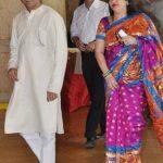 राज ठाकरे अपनी पत्नी के साथ