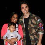 अर्पिता खान अपने पति आयुष शर्मा और बेटे के साथ