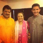 आदित्य अपने माता पिता के साथ