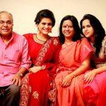 चारुलता अपने परिवार के साथ