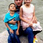 यासिर शाह अपने बच्चों के साथ