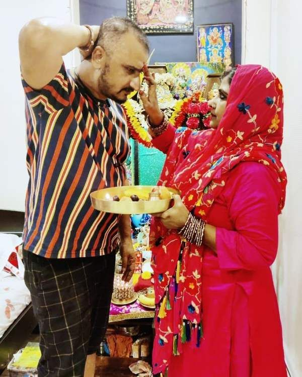 Awadhesh Mishra with his wife