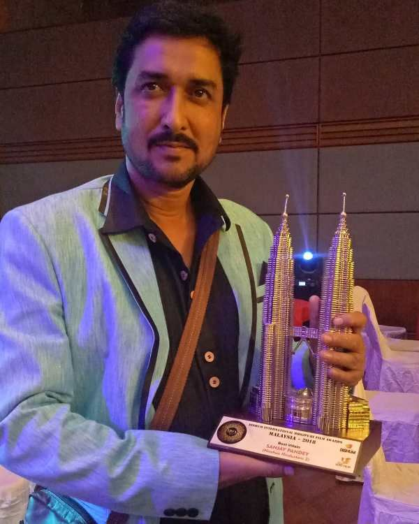 Sanjay Pandey with the Best Actor Award (2017)