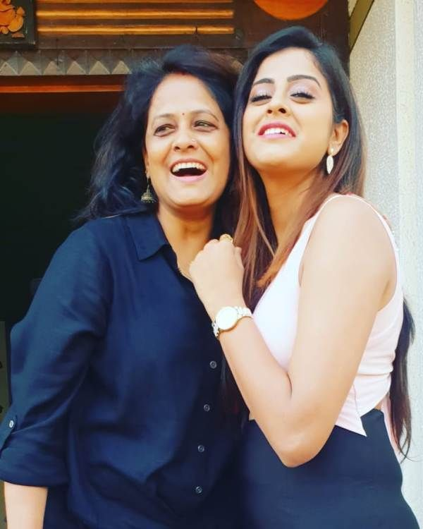 Yamini Singh with her Mother- Sunita Singh (Homemaker)