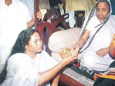 Mamta Banerjee with her mother