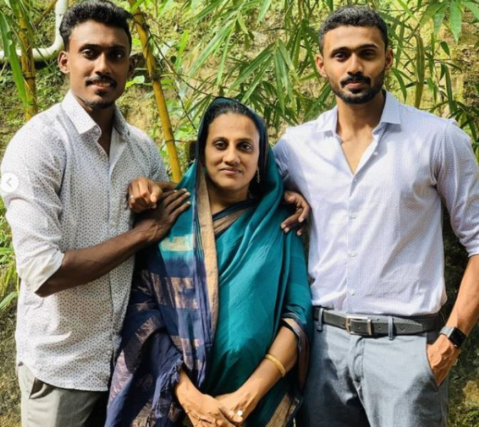 Muhammed Anas Yahiya with his mother and brother